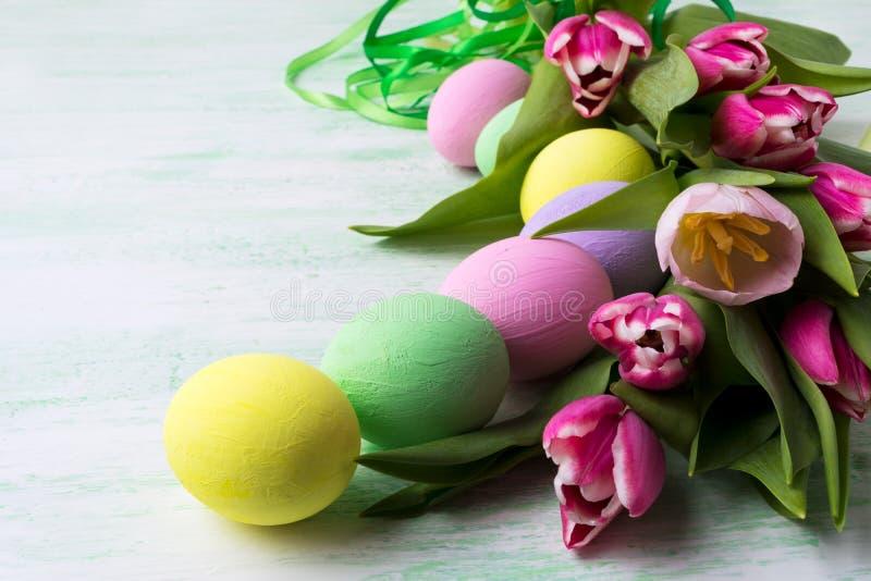 Wielkanocy stołowy centerpiece z jajkami zdjęcia royalty free