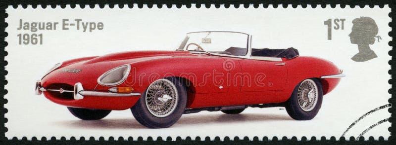 WIELKI BRYTANIA - 2013: przedstawienia Jaguar typ 1961, serii Brytyjskie Auto legendy zdjęcia royalty free