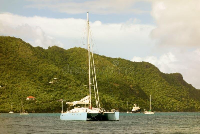 Wielki catamaran przy kotwicą fotografia royalty free
