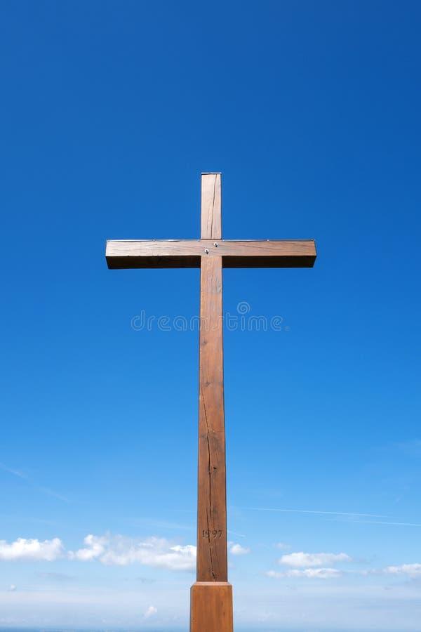 Wielki drewniany krzyż na Plettenberg obraz stock
