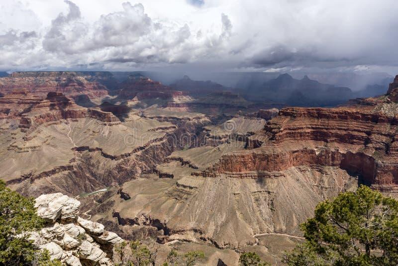 Wielki Kanion - widok panoramiczny z chmurami, Arizona, Stany Zjednoczone fotografia royalty free