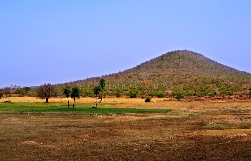Wielki krajobraz z pięknym widokiem górskim zdjęcie stock