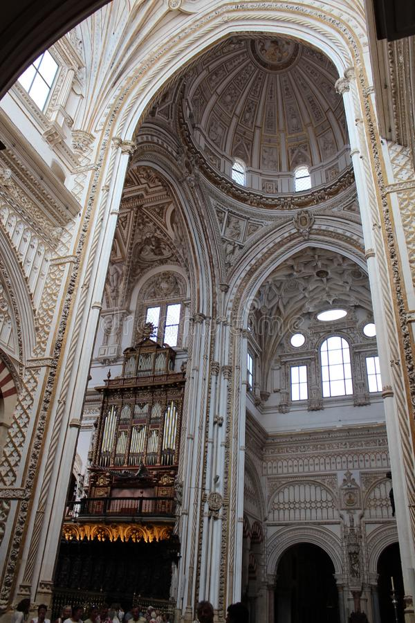 Wielki meczetu lub Mezquita sławny wnętrze w cordobie, Hiszpania fotografia stock