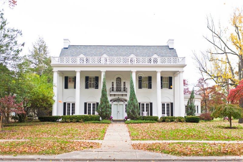 Wielki neoklasyczny Stylowy Dom zdjęcia royalty free