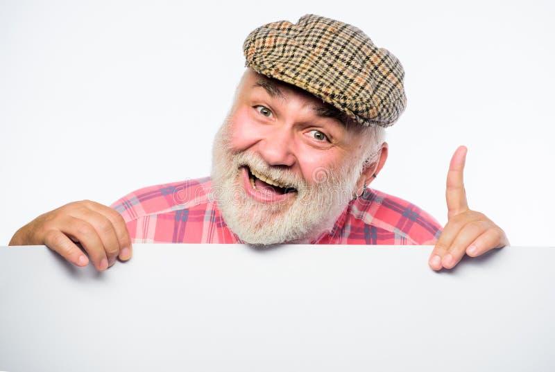 Wielki odea Starszy brodaty mężczyzny miejsca zawiadomienie na sztandarze szczęśliwy dorośleć mężczyzny w retro kapeluszu reklama obrazy stock
