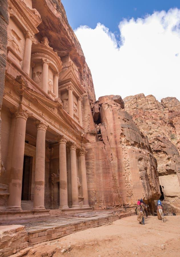Wielki panoramiczny widok al, Piękna świątynia w antycznym araba Nabatean królestwa mieście Petra (skarbiec) zdjęcia stock