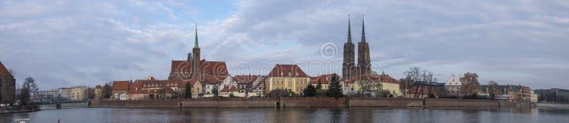 Wielki panoramiczny widok katedra St John baptysta lokalizować w Ostrow Tumski okręgu wroclaw obraz stock