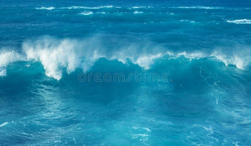 Wielki potężny ocean fala tło zdjęcia stock