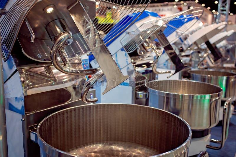 Wielki przemysłowy ciasto miesza maszynę zdjęcia stock