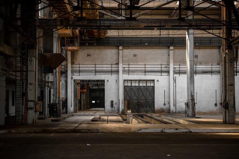 Wielki przemysłowy drzwi fotografia stock