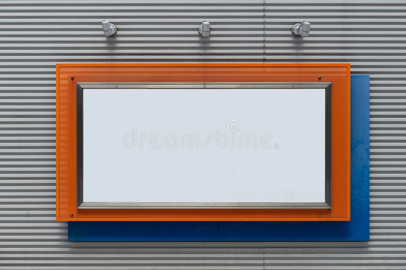 Wielki pusty billboard na ulicznej ścianie obrazy royalty free