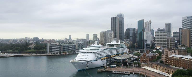 Wielki rejsu oceanu liniowiec w Sydney, Australia obraz stock