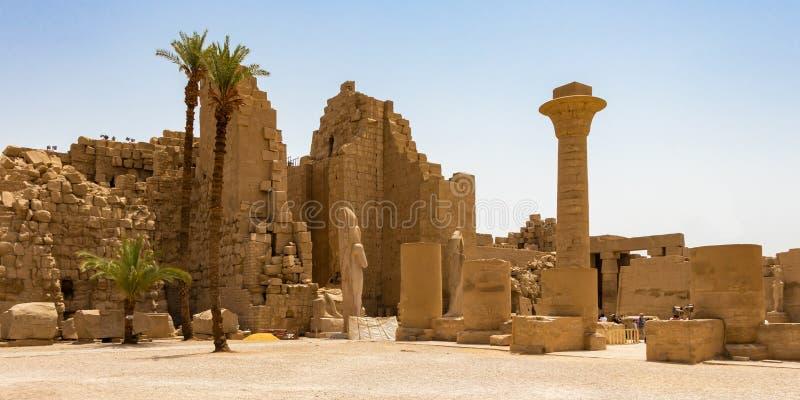 Wielki sąd przy Amun Świątynnym kompleksem, Luxor, Egipt obrazy stock
