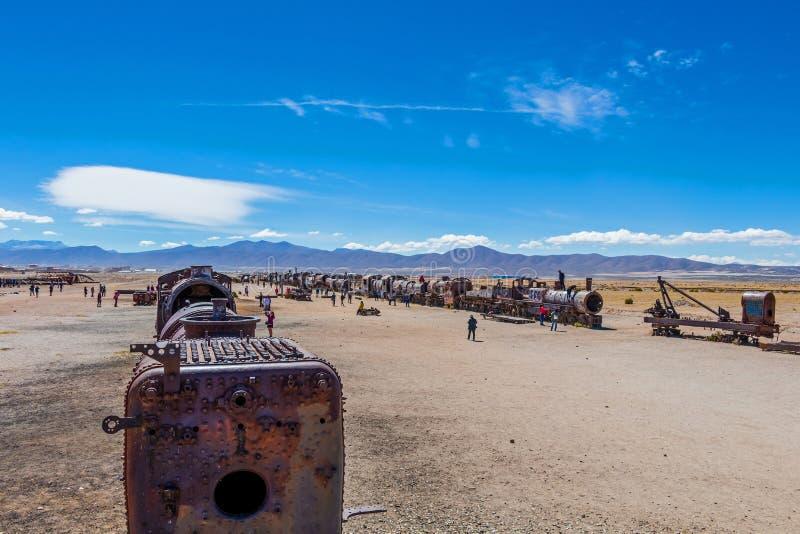 Wielki Taborowy cmentarz lub parowe lokomotywy cmentarniani przy Uyuni, Boliwia zdjęcie stock