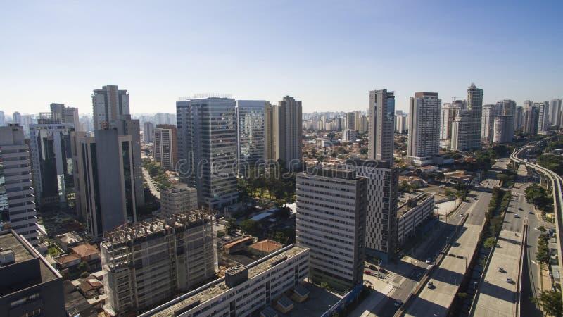 Wielkie aleje, aleja dziennikarz Roberto Marinho, Sao Paulo Brazylia fotografia royalty free