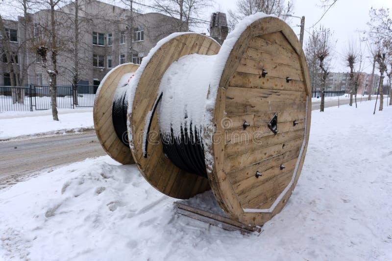 Wielkie cewy elektrycznego kabla groszaka prąd zdjęcie stock
