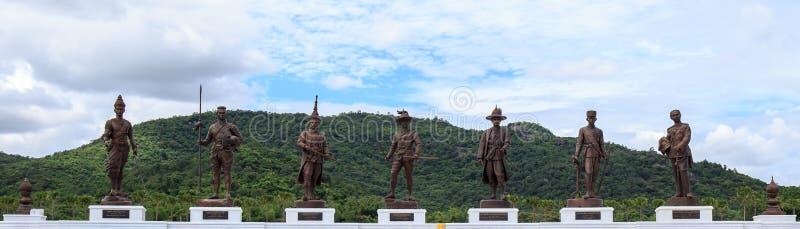 Wielkie giganta 7 królewiątka statuy Hua Hin Tajlandia zdjęcie royalty free
