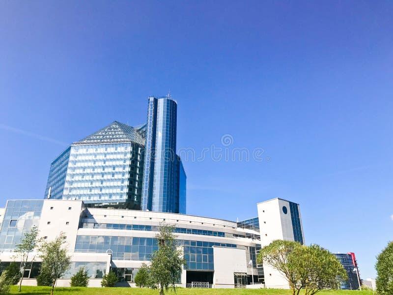 Wielkiego błękitnego konceptualnego pięknego szklanego budynku krajowa biblioteka Białoruś Republika Białoruś, Minsk, Sierpień 20 fotografia royalty free