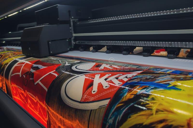 Wielkiego formata drukowa maszyna funkcjonuj?ca zdjęcie royalty free
