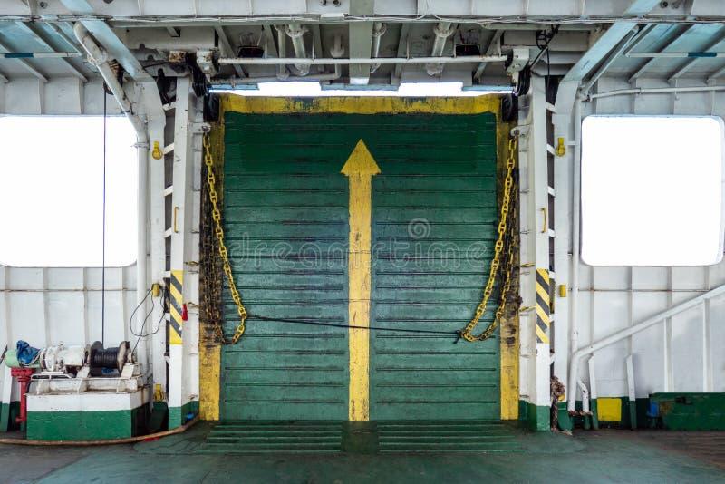 Wielkiego metalu bramy spawki stary most z okno statek zdjęcie royalty free