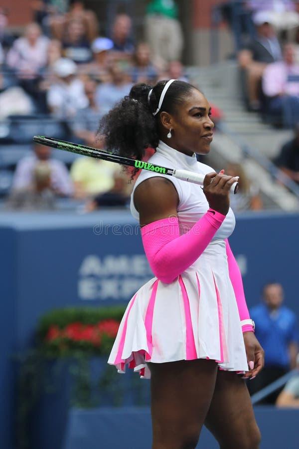 Wielkiego Szlema mistrz Serena Williams Stany Zjednoczone w akci podczas jej round cztery dopasowania przy us open 2016 fotografia royalty free