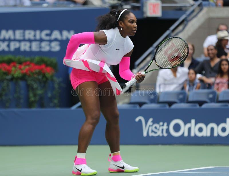 Wielkiego Szlema mistrz Serena Williams Stany Zjednoczone w akci podczas jej round cztery dopasowania przy us open 2016 zdjęcie stock