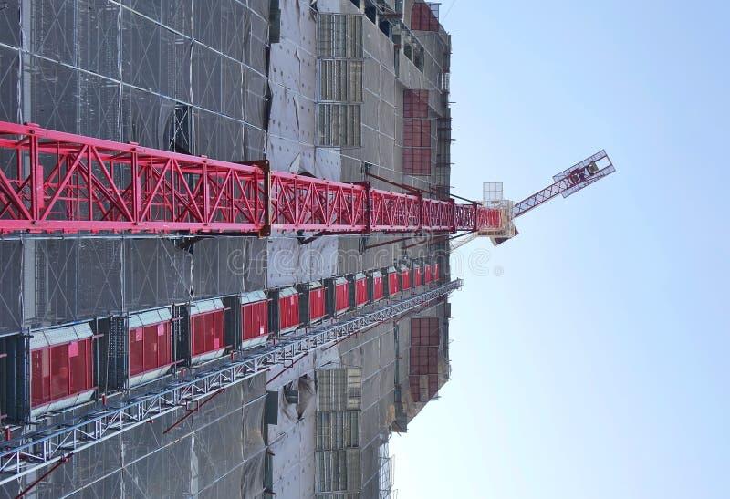 Wielkiej skali budowa z żurawiem obraz stock