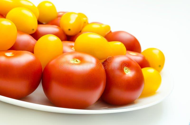 Wielo- barwioni heirloom pomidory odizolowywający na białym tle obraz royalty free