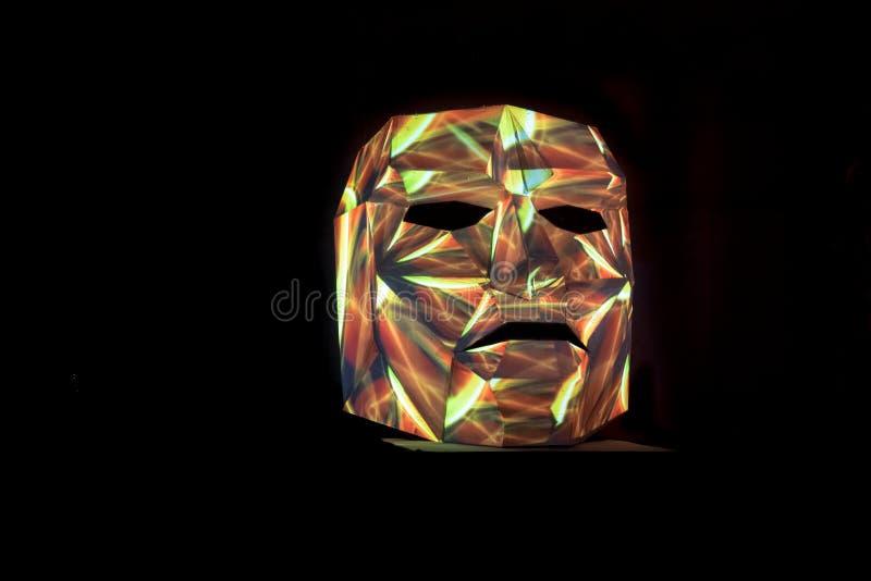 Wielo- koloru światło malował maskę jako sztuki instalacja fotografia stock