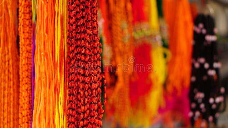 Wielo- koloru wiszące nici zdjęcia stock