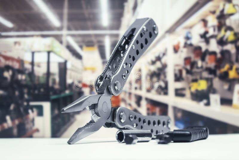 Wielo- narzędzie z, tło narzędzia sklep z narzędziami i fotografia royalty free