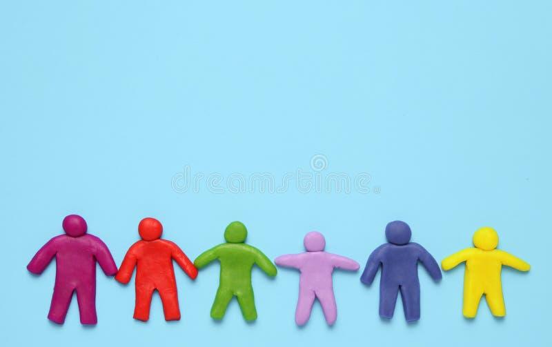 Wielo- ? ? olored plastelin postacie ludzie Rasowa r??norodno?? i r?wno?? ludzie w ?wiacie zdjęcia royalty free