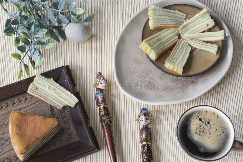 Wielo- płatowaty tort dzwonił «lapisu legit «lub «spekkoek «od Indonezja zdjęcia stock