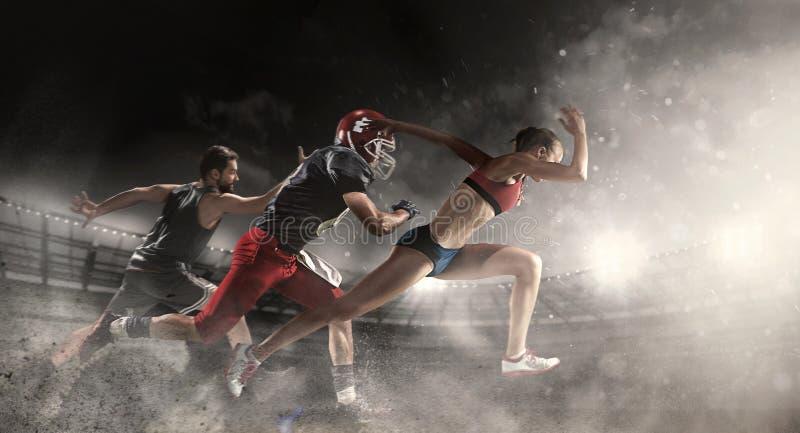 Wielo- sporta kolaż o koszykówce, futbol amerykański graczach i dysponowanej działającej kobiecie, fotografia royalty free