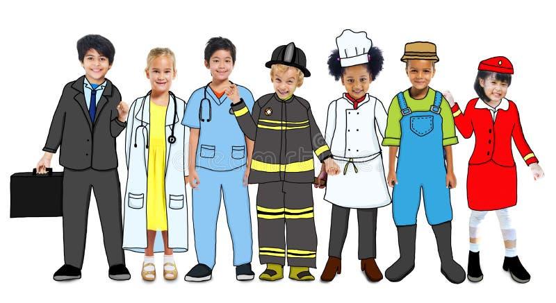 Wieloetniczna grupa dzieci z Przyszłościowymi kariera mundurami ilustracja wektor