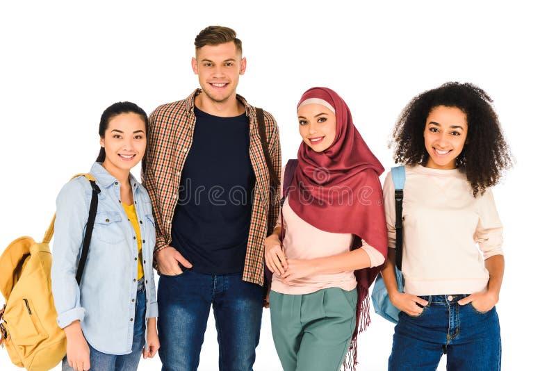 wieloetniczna grupa rozochoceni młodzi ludzie odizolowywający zdjęcie stock