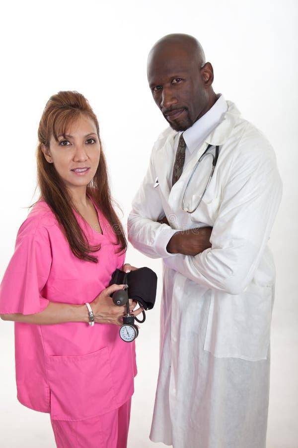Wielorasowa opieki zdrowotnej pracowników drużyny pielęgniarki lekarka zdjęcie royalty free