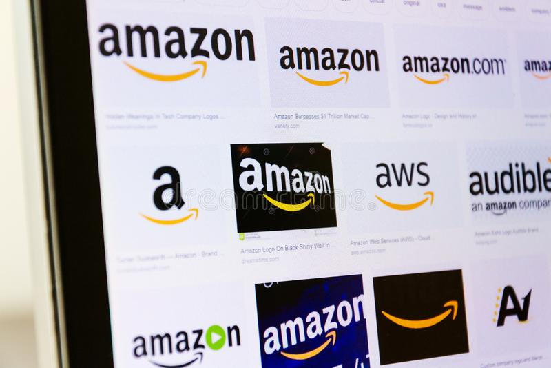 Wieloskładnikowi amazonki firmy logowie na wizerunek wyszukiwarki stronie obraz stock