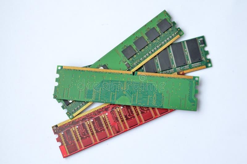Wieloskładnikowi RAM moduły dla komputeru, zakończenie, biały tło obrazy royalty free