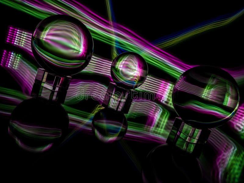 Wieloskładnikowy Lensballs na Odbijającym Nawierzchniowym obsiadaniu na Krystalicznego szkła stojakach fotografia royalty free