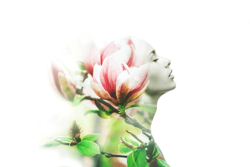 Wieloskładnikowy ujawnienie Kobieta i magnolia zdjęcia royalty free
