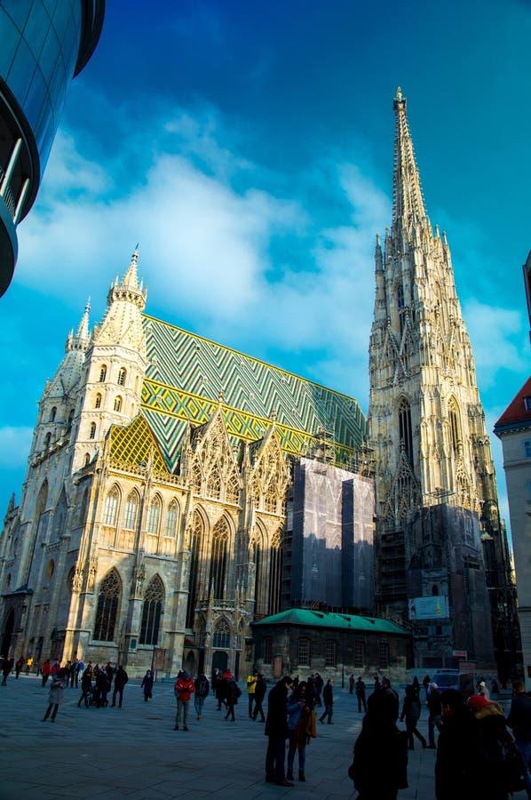 WIEN, ÖSTERREICH am 21. Januar: ` S St. Stephan Kathedrale Stephansdom an einem sonnigen Tag lizenzfreies stockfoto