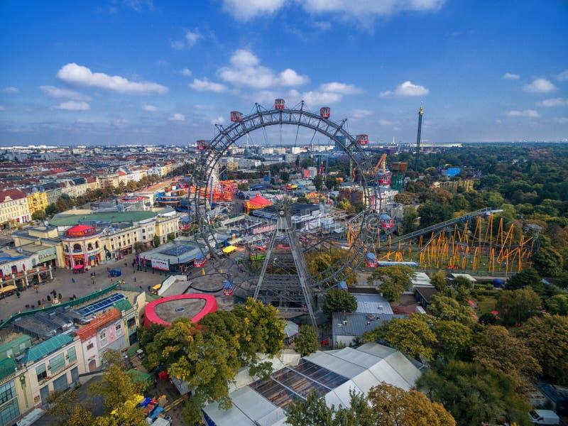 WIEN, ÖSTERREICH - 7. OKTOBER 2016: Riesige Ferris Wheel Das Wiener Würstchen Riesenrad es war das Welt-` s höchste extant Riesen stockfotografie