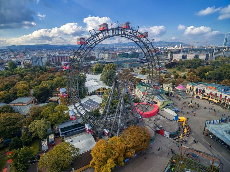 WIEN, ÖSTERREICH - 7. OKTOBER 2016: Riesige Ferris Wheel Das Wiener Würstchen Riesenrad es war das Welt-` s höchste extant Riesen lizenzfreies stockfoto