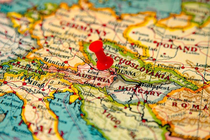 Wien Österrike klämde fast på tappningöversikt av Europa arkivfoton