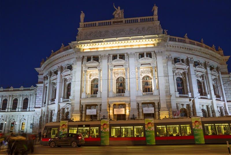 Wien Österrike, nationell dramateater i aftonen Burgtheater royaltyfri foto
