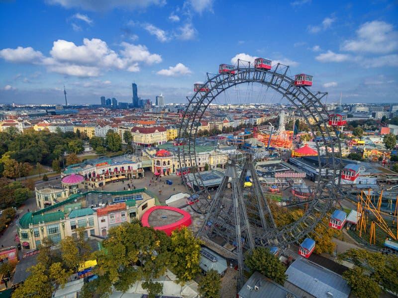 WIEN ÖSTERRIKE - OKTOBER 07, 2016: Den jätte- Ferris Wheel Frankfurterkorven Riesenrad det var den mest högväxta ännu existerande royaltyfri foto