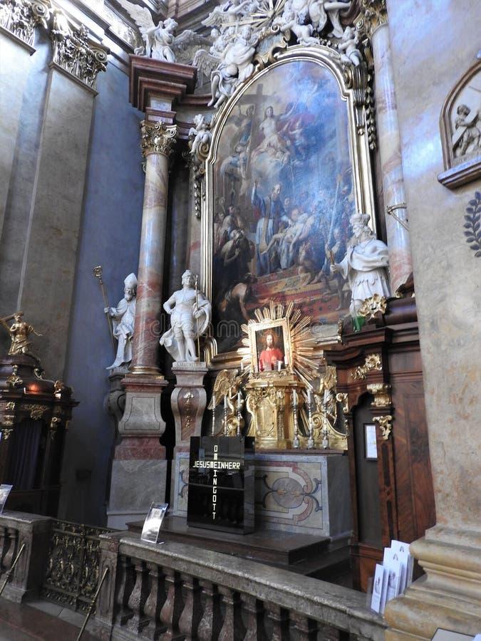 Wien Austria-29 07 2018: inre av St Peter Peterskirche Church, barock romare - katolsk f?rsamlingkyrka i Wien, ?sterrike royaltyfri fotografi