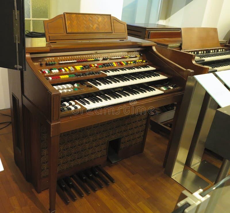 26 05 2018, Wien, Austria: Vecchio retro organo domestico antico d'annata fotografie stock libere da diritti