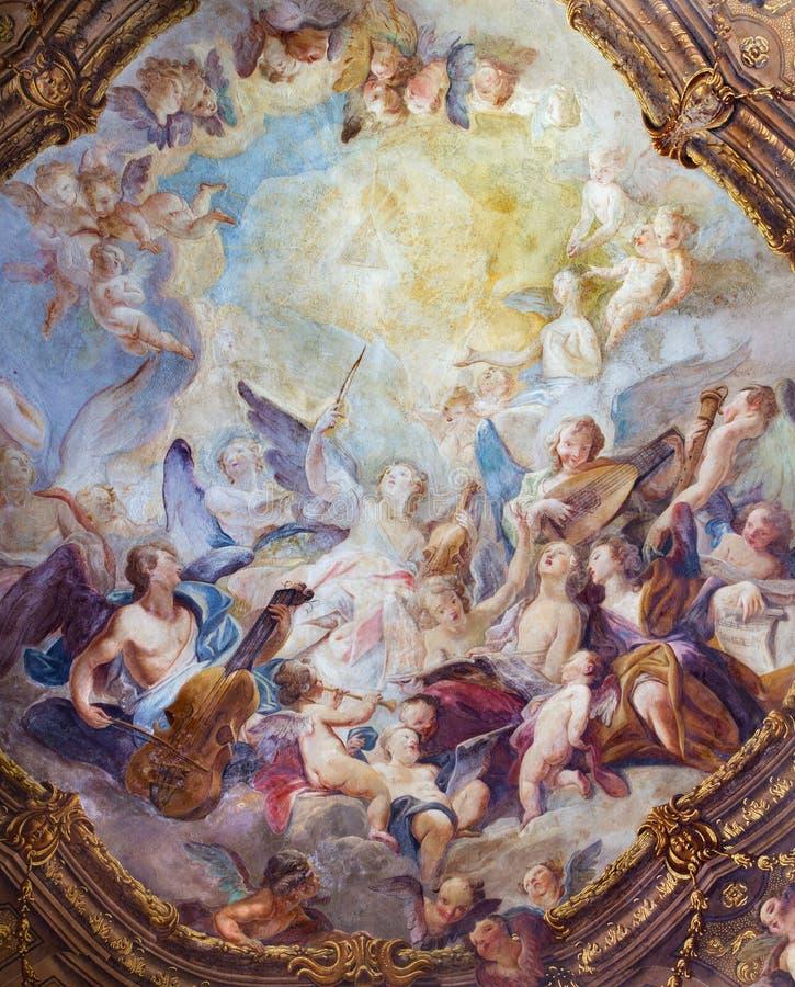 Wien - barock ängelkörfreskomålning från tak ett av sidokapellet i den Michaelerkirche eller St Michael kyrkan royaltyfri fotografi